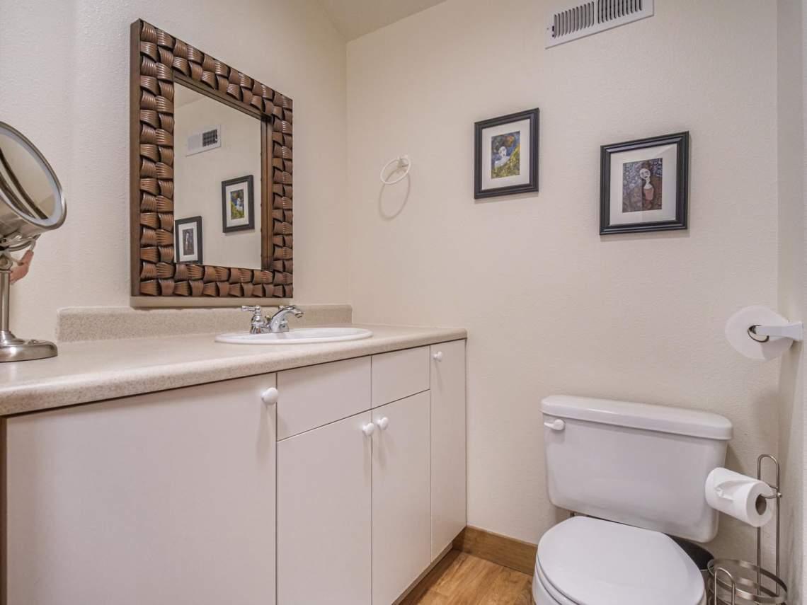 31-Upstairs-Bathroom