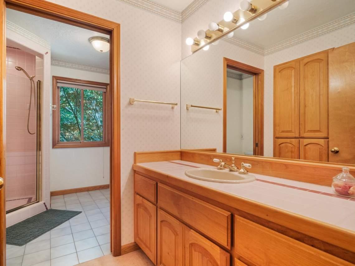 15-Guest-Bathroom