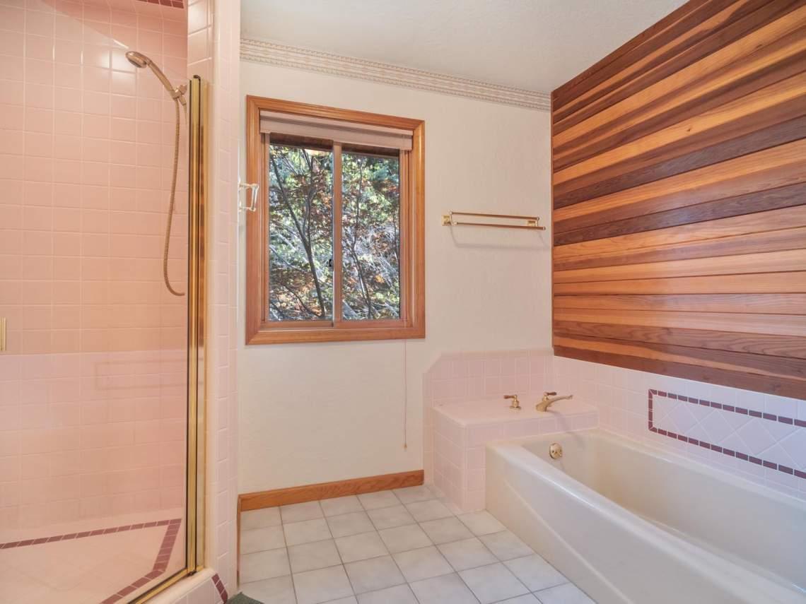 25-Guest-Bath-Area